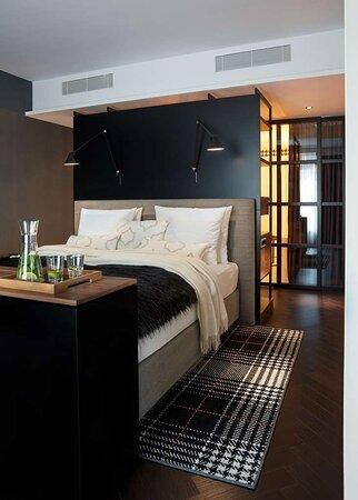 Wohnidee Suite Classic Monochrome Bedroom