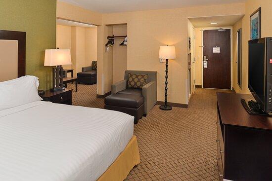 Sacramento Airport Holiday Inn Express Woodland King Junior Suite