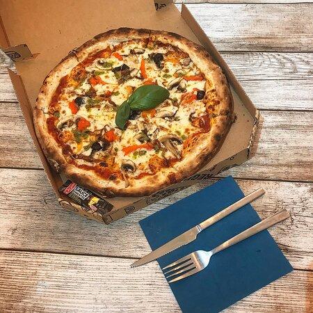 La Végétarienne 🌿   🧀 Mozzarella  🍄 Champignons de Paris frais  🥚 Oignons confits  🌶 Poivrons épluchés  🌿 Huile de Basilic   ☎️ 04.90.58.60.38 🚘 Livraison gratuite