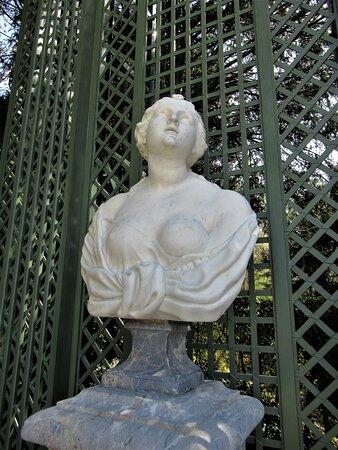 Buste du Salon de Madame, dans l'axe à droite du Château
