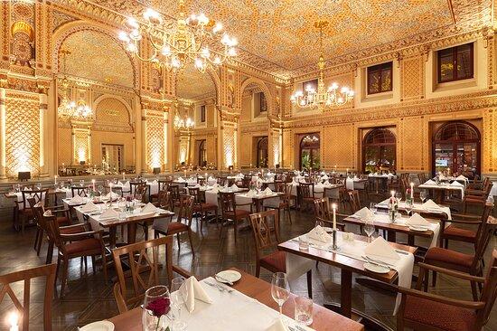 In unserem Maurischen Saal, einem prächtigen Stück Architekturgeschichte des 19. Jahrhunderts, lässt es sich in einer Atmosphäre aus 1001 Nacht stilvoll speisen
