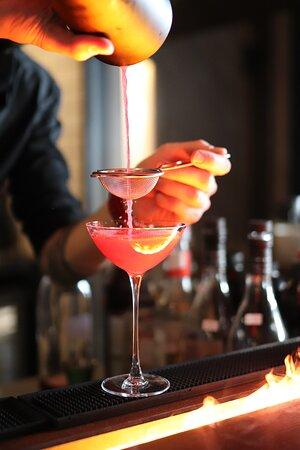 Шеф-бармен тщательно проработал каждый напиток из карты бара и внёс свою изюминку.