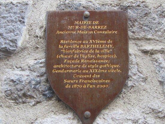 Maison Consulaire Renaissance du XVI ème Siècle. Vue 1. Appartenu à La Famille Barthélemy, Bienfaitrice de La Ville. Au XIX ème La Gendarmerie.. Franciscaines de 1870 à 2000. Puis, La Mairie. Mur de Barrez 12600.