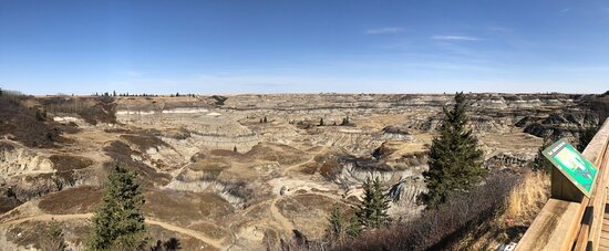 Beautiful place to go for a hike. Close to Drumheller. A must see!!