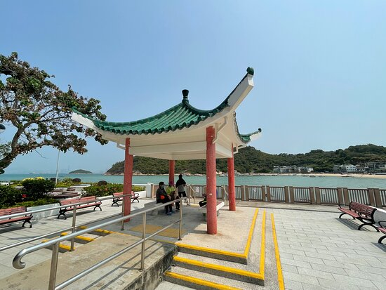 The Peng Chau Island Trail or 'Family Trail' is a very scenic 7km walking path that loops around the island. One of the scenic points is Tung Wan Beach, the main beach.