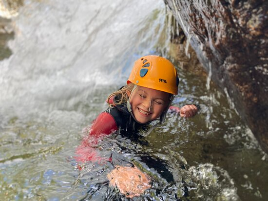 Canyoning Family Discovery - from 5 years old: Enfants sous cascade Haute Ardèche