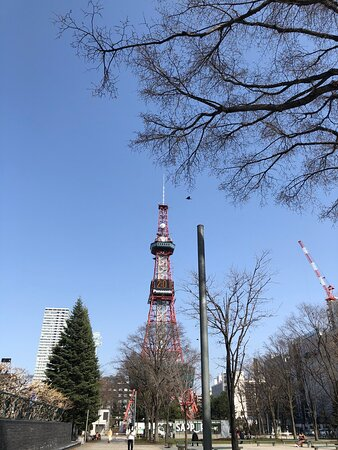 Sapporo, Japan: 札幌テレビ塔は大通公園の東はじにあります。