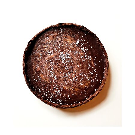NO . This is not a Cheese Cake. . It's our Salty Chocolate & Caramel Tart! Solo Yummy! . We are here to refresh you and enlighten your days! . With our amazing gelato flavors, our cakes and many other exciting (alc and non-alc) drinks!! . 🍦 Mondays - Saturdays 13:00-19:00 . 🍦 Sundays and holidays 13:30-19:00