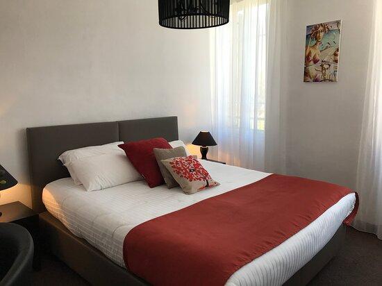 chambre triple confort - lit 180 pouvant être séparé en 2 pour 2 lit en 90 - surmatelas 180