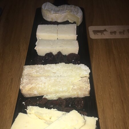 Excelente selección de quesos y vinos