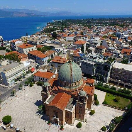 """Aigio, Greece:   Ιερός Ναός Παναγιάς Φανερωμένης  Ιερός ΝαόςΠαναγιάς Φανερωμένης  Το πιο δεσποτικό κτίριο στο Αίγιο χτυπά στην καρδιά της πόλης της. Ο Μητροπολιτικός Ναός είναι αφιερωμένος στη Κοίμηση της Θεοτόκου και η ιστορία του μετρά τρεις αιώνες.  Όπως και άλλα κτίσματα στο Αίγιο είναι """"παιδί"""" του αρχιτέκτονα- φαινόμενο Έρνστ Τσιλλέρ και επίσης χαρακτηριστικό δείγμα της κάποτε ακμάζουσας ζωής της πόλης.  Ο πρωταρχικός και μικρότερος ναός χτίστηκε το 1366 αλλά καταστράφηκε από το σεισμό του 1861."""