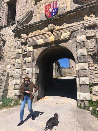 Severac-le-Chateau, Pháp: Quelques vues du château...en ce lieu on découvre un beau panorama à 360 degrés.