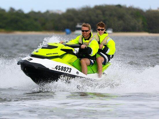 1.5 hr Jet Ski Safari tour to South Stradbroke Island! صورة
