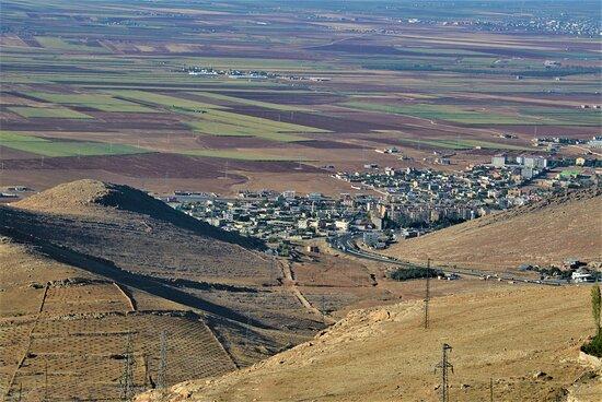 Mardin Province, Turkey: Vista sulla Mesopotamia da una balconata di Mardin - Provincia curda della Turchia sudorientale. Cliccare sulla foto per vederla come scattata.