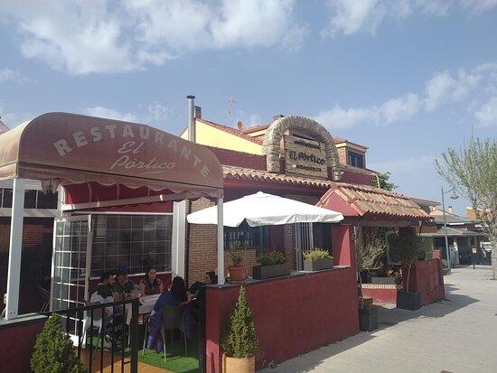 Sevilla La Nueva, Spanien: exterior restaurante