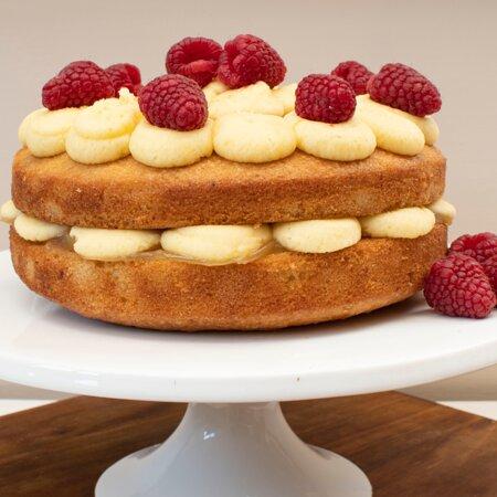 Salen, UK: Lemon and Raspberry Cake