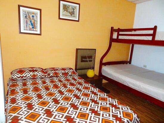 Alquiler de habitaciones (Micro Estadía )totalmente equipadas  0992001612 www.villa97.com.ec – Bild von Hostal Villa 97, Guayaquil - Tripadvisor
