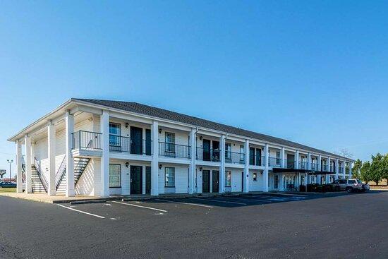 Washington, GA: Hotel exterior