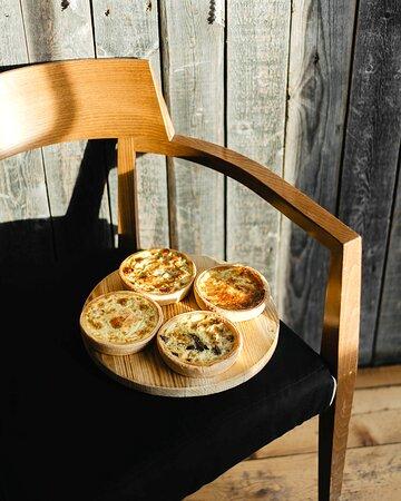 Киш с различными начинками: 4 сыра, грибы, лосось