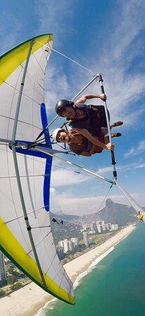 Aventura com mais emoção fica mais divertida (Vôo Livre em São Conrado - Rio de Janeiro)