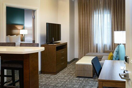 1 Bedroom King Full Kitchen Suite