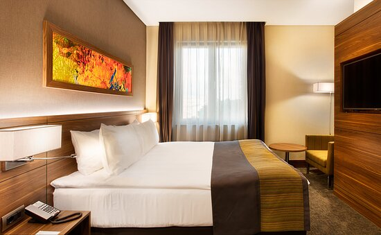 Queen Bed Standard Room Photo