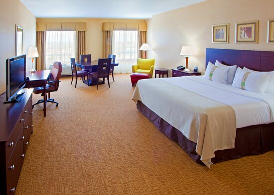 Entry view to the King Feature Deluxe Room