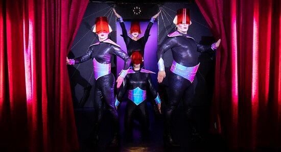 Travestieshow Berlin - Theater im Keller - Circus der Travestie: Szene 1
