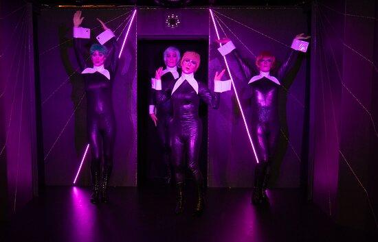 Travestieshow Berlin - Theater im Keller - Circus der Travestie: Szene 2