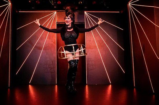 Travestieshow Berlin - Theater im Keller - Circus der Travestie: Miss Günstig 2