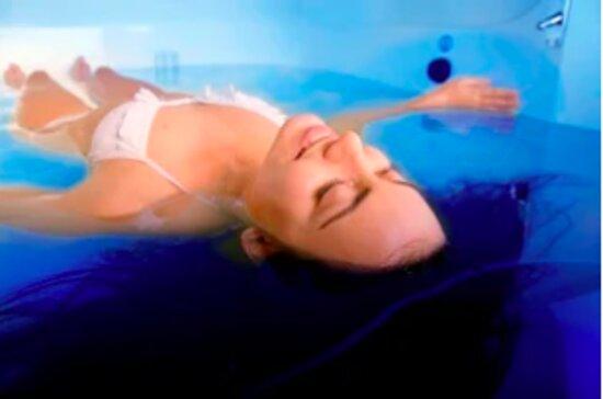 Nantes, Fransa: bulles de flottaison en isolation sensorielle