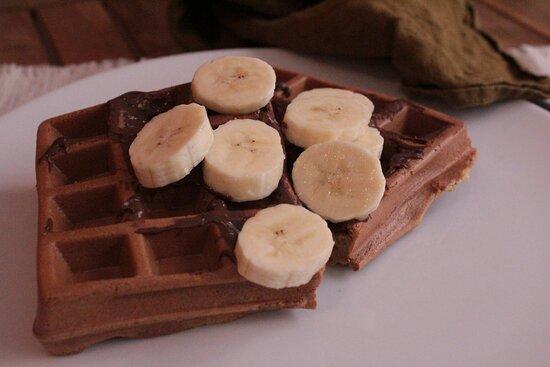 Une envie gourmande ? Venez déguster une de nos gaufres maison, au nocciolata avec des rondelles de bananes !