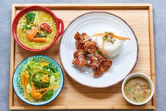 グリーンカレーとフライドチキン Green Curry and Fried Chicken