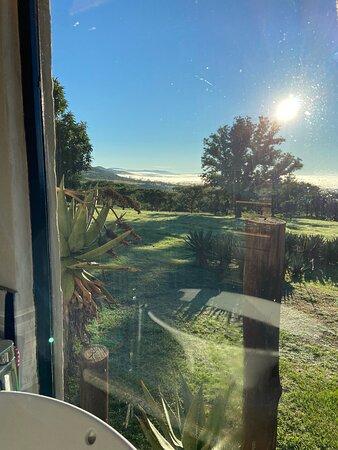 Rorke's Drift, Sudáfrica: Misty morning in the valley - photo taken from my beautiful bathroom