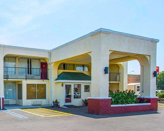 Andalusia, AL: Hotel entrance