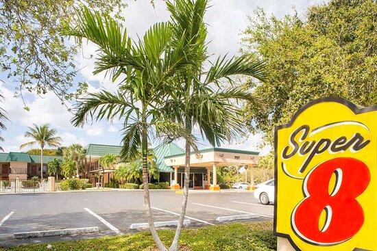 Super 8 by Wyndham North Palm Beach