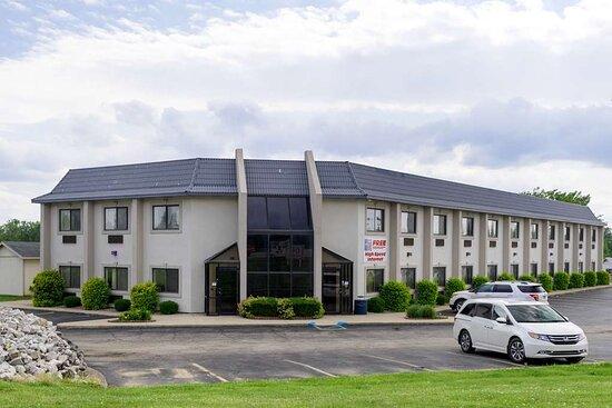 Cloverdale, IN: exterior