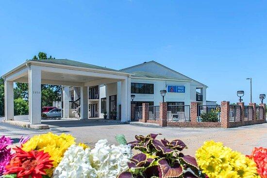 Motel 6 Kannapolis, NC - Concord