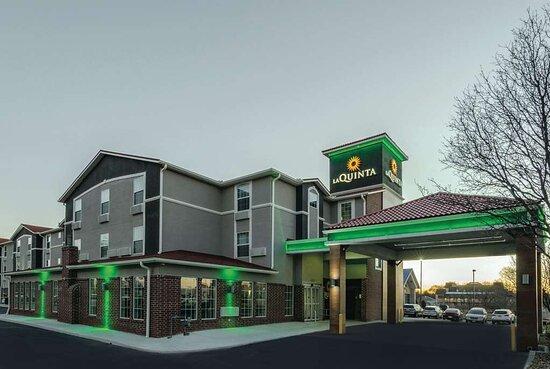 La Quinta Inn & Suites by Wyndham Kansas City Airport