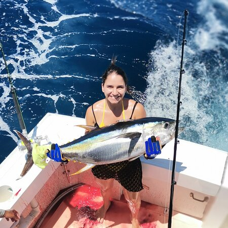 Herradura, Costa Rica: Ven y disfruta pescando en el Sueltalo 2