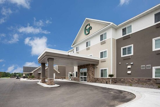 New London, MN: GrandStay Spicer Exterior Day