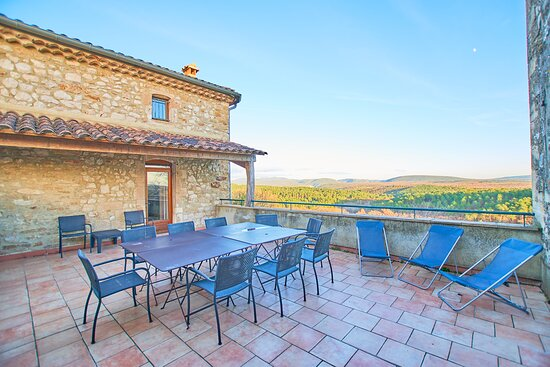 One of the many terrasses available