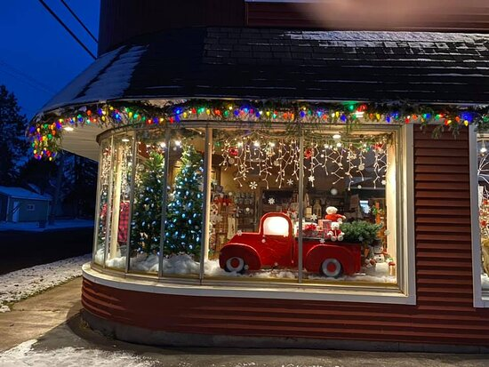 Wakefield, MI: Christmas at the store.