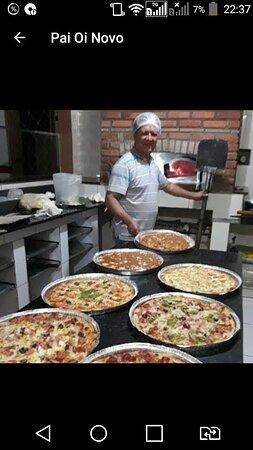 Zé Paulo pizzaiolo. 40 anos de experiência; 30 deles na Papaula, onde trabalhou desde sua inauguraçao em 1984. Aí entende de pizza boa mesmo