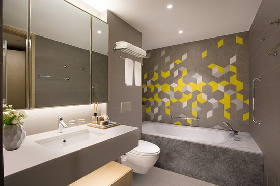 3-Bedroom Premier Master Bathroom