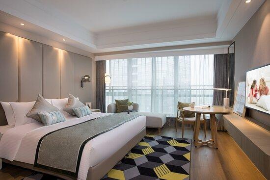 3-Bedroom Premier Master Bedroom