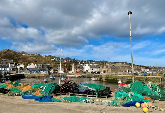 Gourdon, UK: This characterful & couthy Mearns village has a fishing & farming history going back to 1315, and is well worth a visit having a popular maritime museum, chip shop & pier pub.