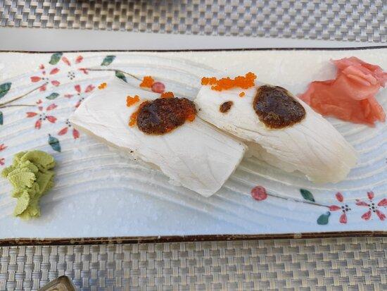 Nigiri fusión de pez mantequilla y trufa