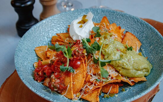 Nachos with homemade guacamole, tomato salsa, melted cheese and jalapeño pepper - 7,00 EUR