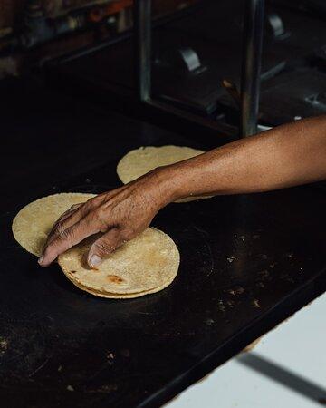 Tortillas recien hechas a mano.
